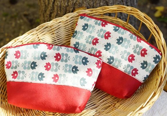 pochette de sac rouge et bleue